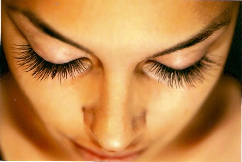Semi-Permanent Eyelashes